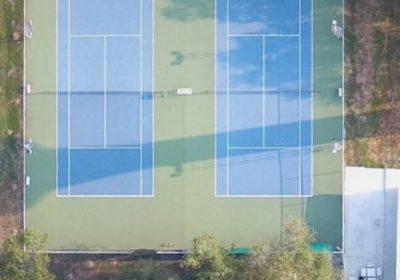 Tennis court near 7-Eleven